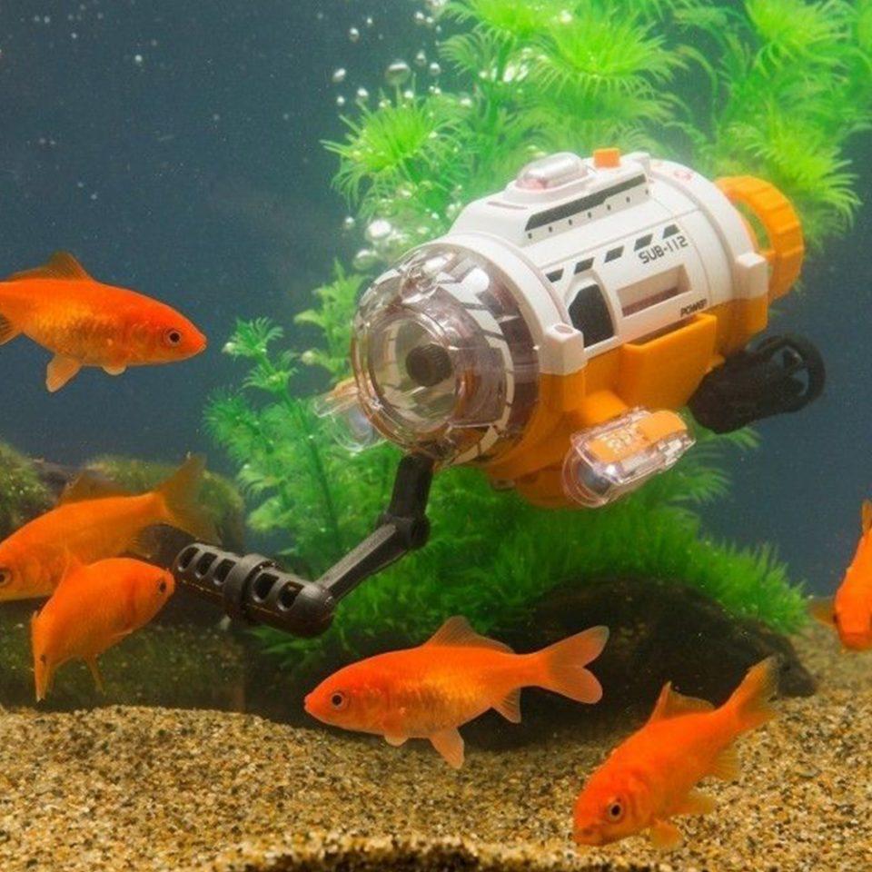 Cámara-de-vídeo-submarina-bajo-el-agua