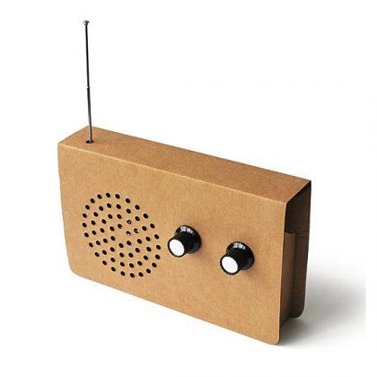 Radio y altavoz de cartón